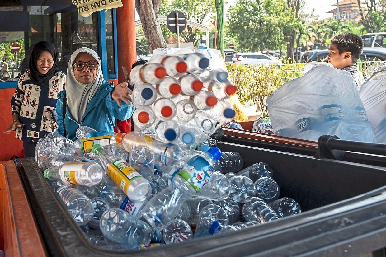 indonesia plastic bus